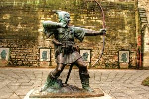 800px-Robin_Hood_statue,_Nottingham_Castle,_England-13March2010